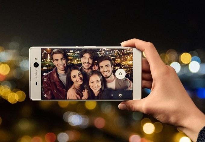 Sony a lansat Xperia XA Ultra, phablet de 6 inch cu cameră frontală de 16MP și flash sonyx xperia