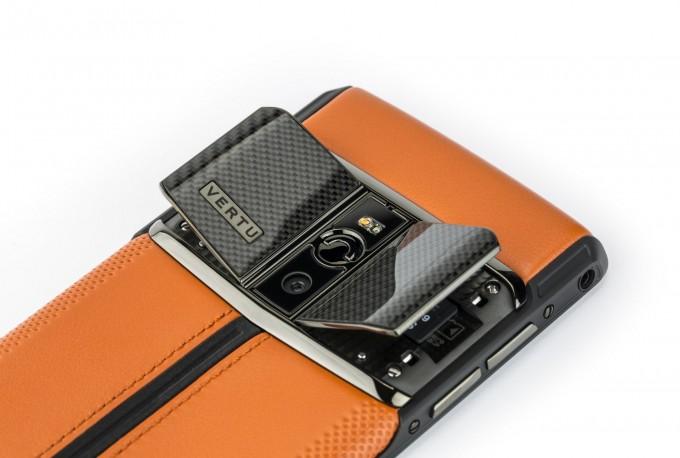 Carbon Sport - noul model din colecția Vertu Signature Touch vertu