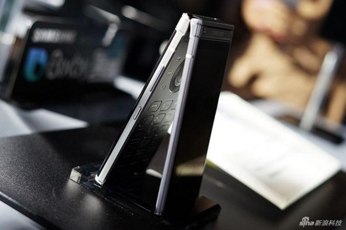 Smartphone-ul cu clapetă Samsung W2018 a fost lansat oficial în China w2018 samsung featured