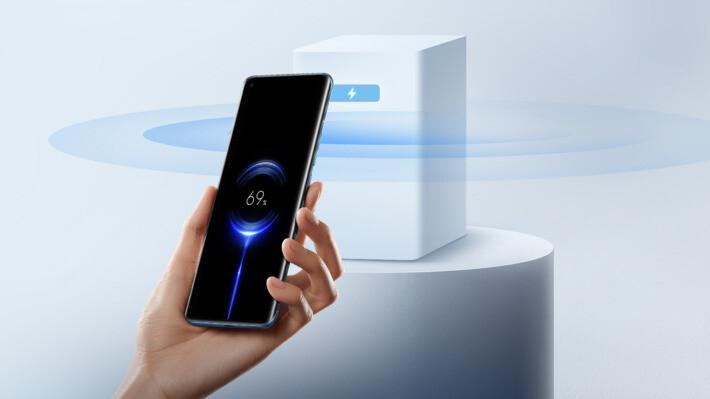Așa arată viitorul: Xiaomi anunță Mi air Charge - tehnologia de încărcare wireless de la distanță xiaomi miaircharge featured